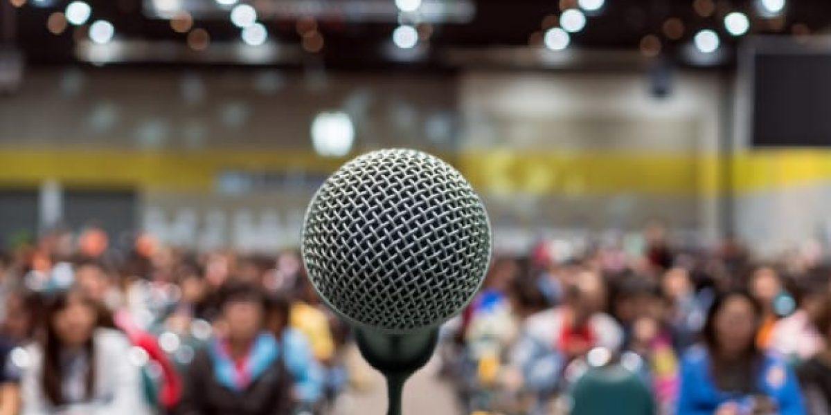 microphone-abstract-blurred-photo-conference-hall-seminar-room-exhibition-center-b_41418-158